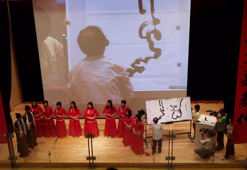 Renowned blind calligrapher from Taiwan demonstrating calligraphy accompanied by NTU students' group performance